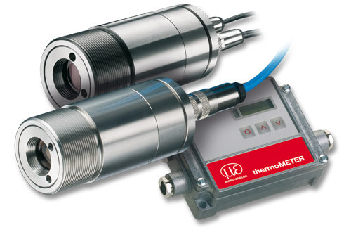 Infrared pyrometer with crosshair laser sighting and video module